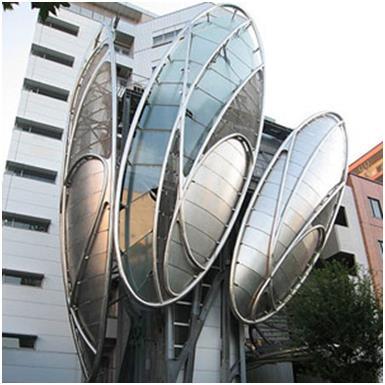 """محطة """"Iidabashi""""، وهي واحدة من أكثر أنظمة المترو إزدحامًا في العالم، وصممها المعماري """"ماكوتو ساي"""" لتعكس """"العمارة المتطورة"""" داخ"""