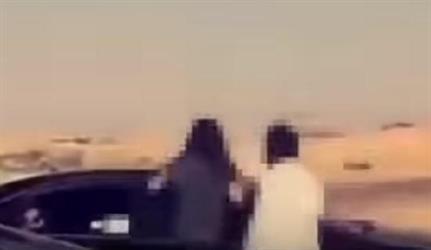 شاب يصطحب فتاة في سيارته خلال تجمع للمفحطين.. والجهات المختصة تتعقبه
