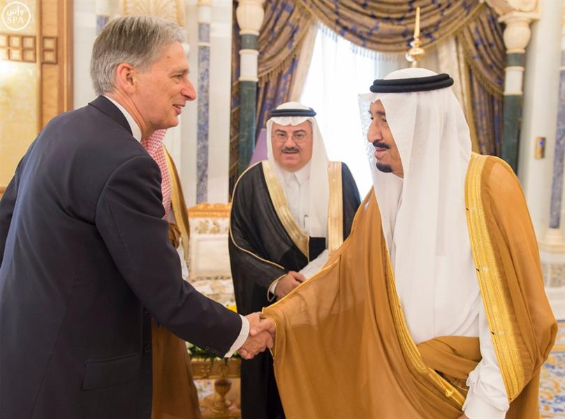 خادم الحرمين الشريفين يستقبل وزير الخارجية البريطاني