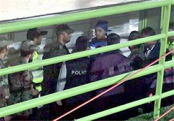 الأمن الإيراني يعتقل فتاة في مدرجات الاستقلال