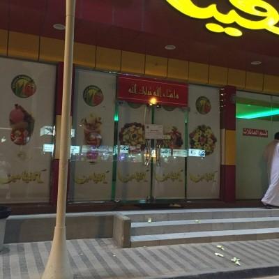 """بالصور..""""دود"""" يغلق مطعما شهيرا في الرياض"""