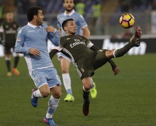 ميلان ينتزع نقطة ثمينة من لاتسيو في الدوري الإيطالي
