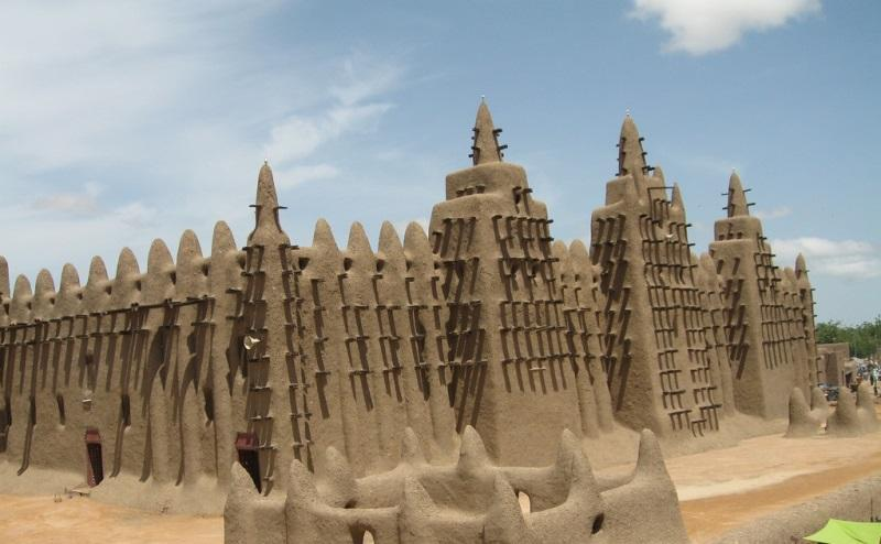 """2- """"Great Mosque of Djenne""""، مالي:"""