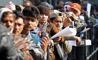"""هندي يعلن عن وظائف هندسية في السعودية برواتب تصل لـ 30 ألف ريال للهنود فقط .. و""""العمل"""" تتوعد"""