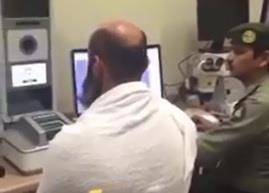 بالفيديو.. عربي قادم للحج بجواز مزور وجوازات مطار الملك عبدالعزيز تحبط محاولته