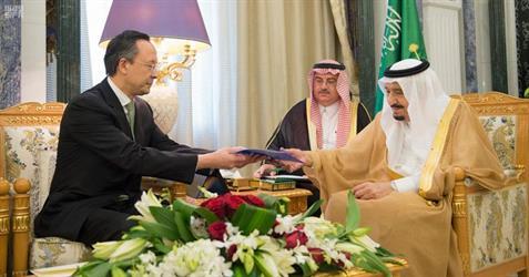 خادم الحرمين الشريفين يتسلم دعوة من رئيس جمهورية كازاخستان