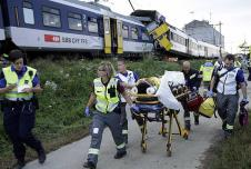 سويسرا: 44 جريحا على الأقل بتصادم قطارين