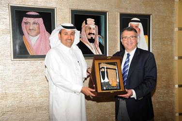 إياتا تسلم السعودية شهادة برنامج تسريع إجراءات السفر بالمستوى البلاتيني