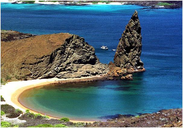 جزر غالاباغوس في الإكوادور هي عبارة عن أرخبيل يضم 18 جزيرة، تشتهر بكونها المكان الذي عمل فيه العالم تشارلز داروين عام 1835 لدر