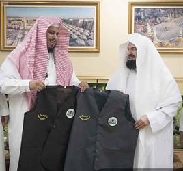 أخبار 24   السديس يعتمد زيًّا جديدًا لوحدة الممرات وتنظيم المصليات بالمسجد الحرام (صور)