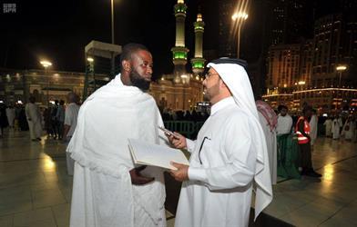 معتمرون يستنكرون المحاولة الإرهابية الفاشلة التي استهدفت أمن المسجد الحرام