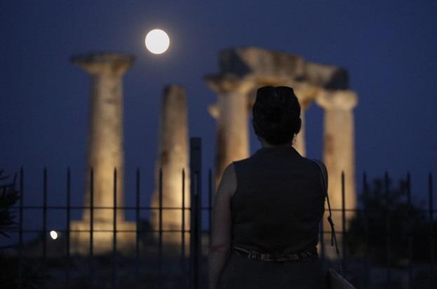 """معبد """"أبولو"""" في العاصمة اليونانية – أثينا."""