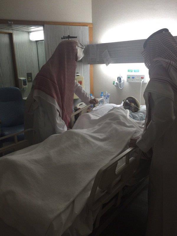 """""""المفتي"""" يزور مؤذن جامع الإمام تركي بن عبد الله بعد تعرضه لوعكة صحية"""