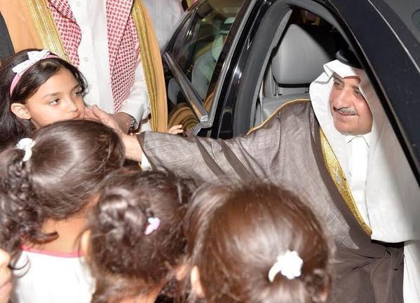 4 شقيقات توأم يستوقفن فهد بن سلطان بتيماء