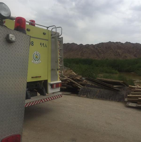 """""""مدني الليث"""" ينقذ 4 أشخاص ويبحث عن 5 مفقودين جرفهم سيل وادي غميقة"""