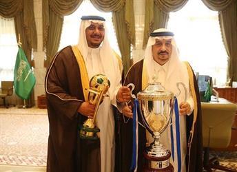 بالصور.. أمير الرياض يستقبل إدارة الهلال ولاعبيه.. ويهنئهم بكأس الملك وكأس السوبر