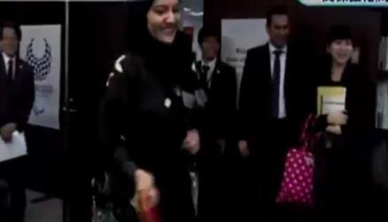 """شاهد.. الأميرة ريما بنت بندر تلعب """"تنس"""" مع وزير رياضة اليابان"""