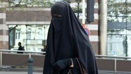 طرد مواطنة خليجية من قاعة الأوبرا في باريس بسبب ارتدائها النقاب