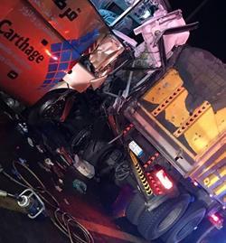 مصرع 3  وإصابة 25  آخرين في حادث ارتطام حافلة بقلاب شمال جدة