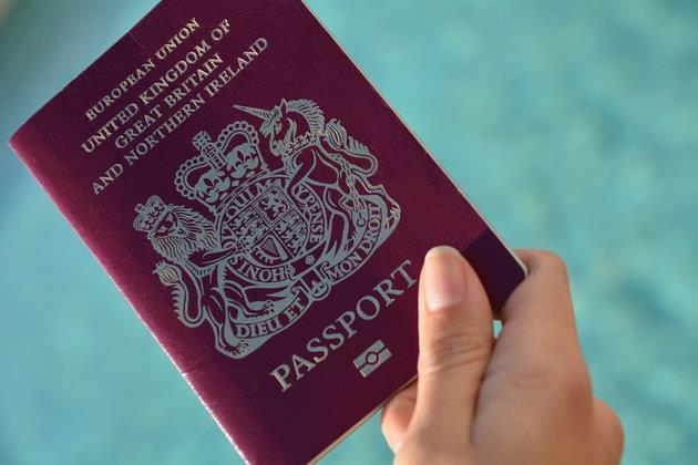 الجوال الذكي بدلا من جواز السفر