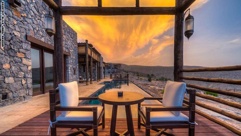 واستوحي تصميم الفندق من تقنيات العمارة التاريخية للقلاع العمانية التقليجية،