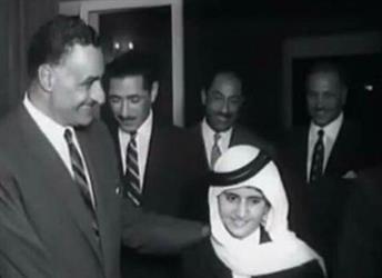 محمد بن راشد ينشر صورة نادرة تجمعه وهو طفل بجمال عبدالناصر وأنور السادات