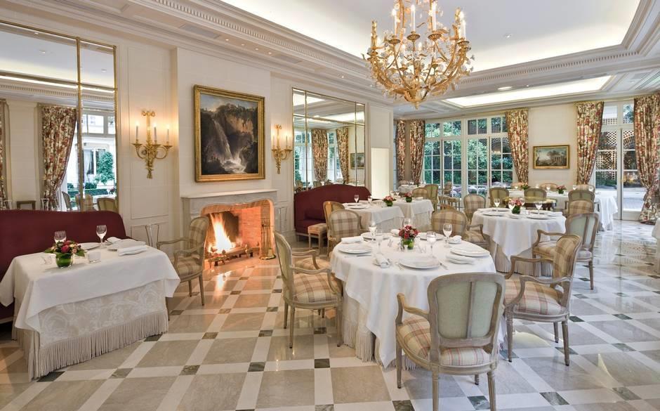 "مطعم ""Epicure"" بفندق ""البريستول"" في باريس"