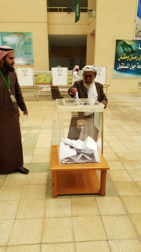 بالصور  إقبال ملحوظ على مراكز الاقتراع في انطلاقة الانتخابات البلدية