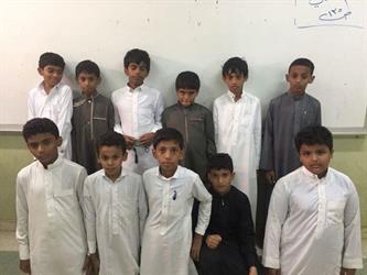 طلاب ابتدائي يتبرعون بمبلغ مالي عن زميلهم المتوفى لصالح وقف خيري