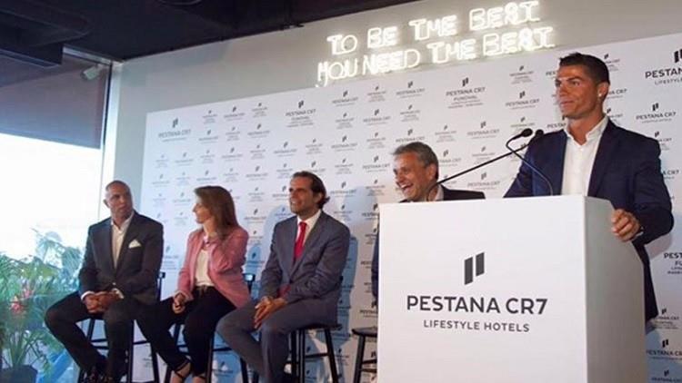 5- رجل أعمال ناجح: إضافة إلى تألقه في الملاعب والإعلانات التجارية، بدأ رونالدو مشواره في الاستثمار بإنشاء 4 فنادق في ماديرا