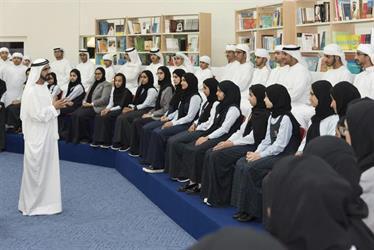 بالصور.. مجلس الوزراء الإماراتي يعقد جلسته الأسبوعية من داخل مدرسة بحضور عدد من الطلاب