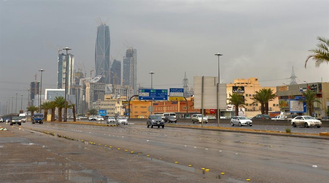 """""""الأرصاد"""": أمطار رعدية متوسطة إلى غزيرة مصحوبة بزخات من البرد على الرياض"""