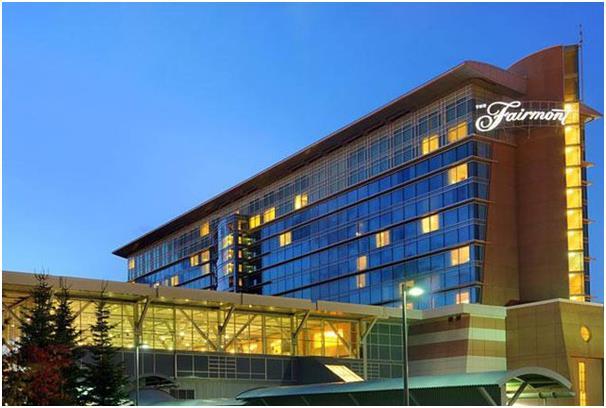 """يقع فندق """"فيرمونت"""" في مطار فانكوفر الدولي في كندا."""