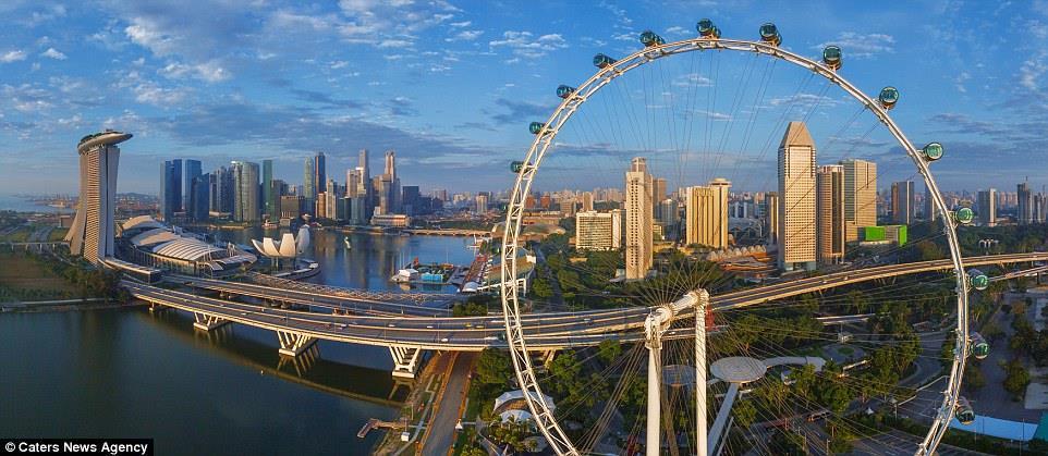 الصورة الأخيرة توضح سنغافورة بجمالها وحداثتها