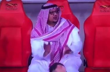 بالفيديو.. ردة فعل غريبة من فيصل بن تركي بعد هدف الاتحاد