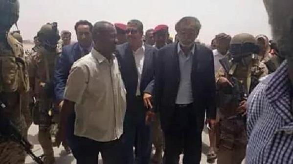 بالصور.. خالد بحاح يصل إلى عدن على متن طائرة سعودية
