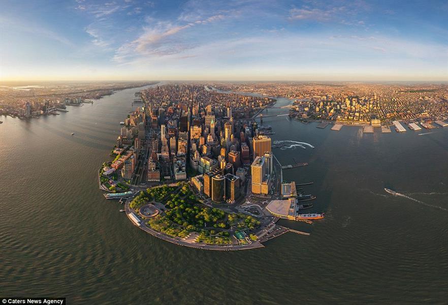 حي مانهاتن في نيويورك، مع مشاهد تمتد لأميال في الخلفية