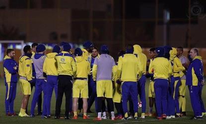 كارتيرون يسلم وليد عبدالله جائزة الأفضل ضد الأهلي .. وتأجيل لقاء الرائد