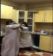 عراك بين خادمتي منزل في الكويت يثير جدلا في الانترنت
