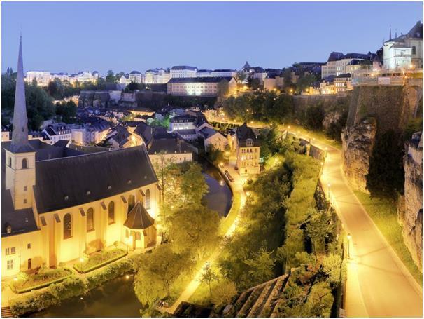 تأتي مدينة لوكسمبورغ عاصمة لوكسمبورغ في المركز الثامن، بعدد ساعات عمل 32,75 ساعة أسبوعيا، وتعد لوكسبمورغ واحدة من أصغر البلدان