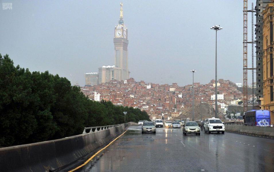 شاهد.. سقوط أمطار على مكة المكرمة والمشاعر المقدسة