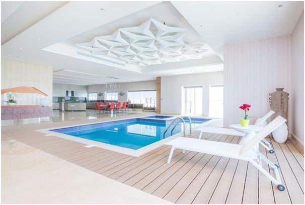 """تحتل هذه الـ""""بنتهاوس"""" في إيليت ريزيدنس دبي مارينا طابق بأكمله، كما أنها مجهزة تجهيزًا كاملاً وبها حمام سباحة، وتطل على البحر و"""
