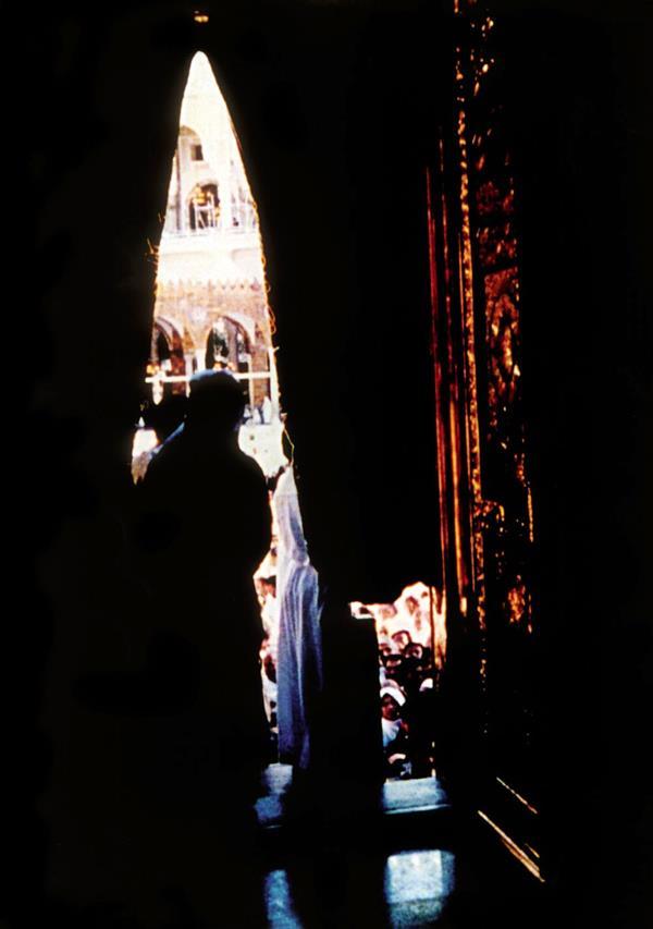 أول صورة صحفية من جوف الكعبة