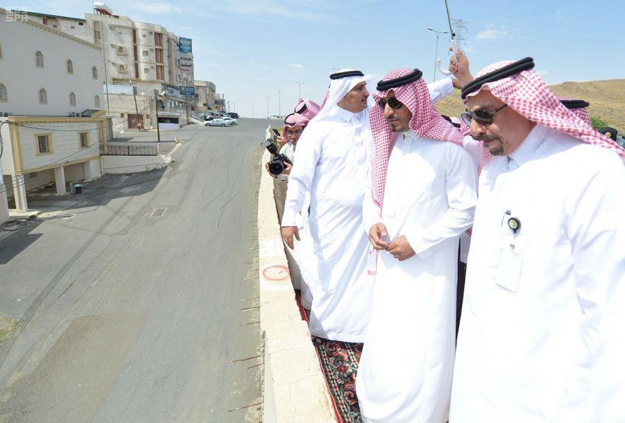 بالفيديو.. نائب أمير عسير لمواطن: إذا ما انتهى مشروع درء السيول في 3 أشهر اشكني لأمير المنطقة