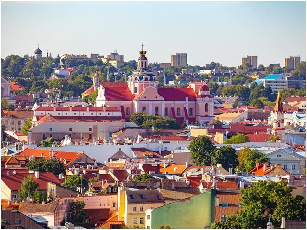 يعمل مواطنو مدينة فيلنيوس عاصمة ليتوانيا 33 ساعة فحسب أسبوعيا، أي أقل من 7 ساعات في اليوم خلال خمسة أيام عمل في الأسبوع، وتأتي