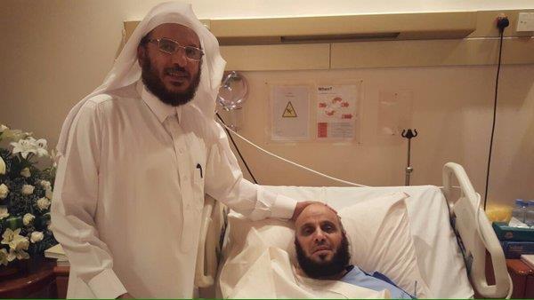 بالصور.. الوليد بن طلال والربيعة وعدد من المشايخ يزورون الشيخ عائض القرني