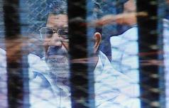 تأجيل محاكمة مرسي في قضية اقتحام السجون بعد طلب رد هيئة المحكمة