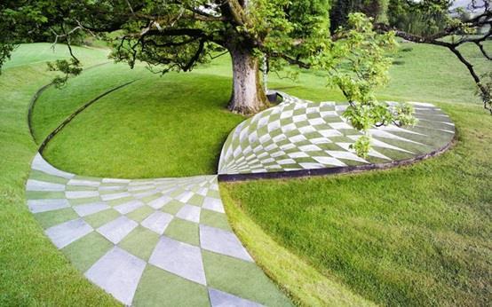 """حديقة """"كوسميك سبيكيولايشن"""" أو """" Cosmic Speculation"""" في اسكتلندا"""