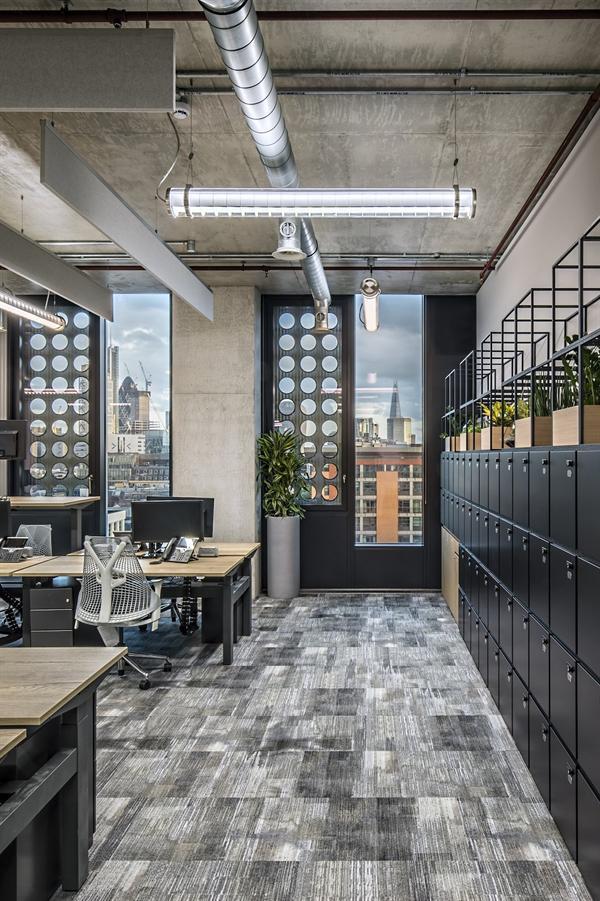 """بالصور.. تصميمات مميزة ووسائل مختلفة للترفيه داخل مقر """"أدوبي"""" الجديد في لندن"""