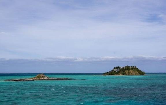 """فيجي:- وتقع جمهورية جزر """"فيجي"""" في """"ميلانيزيا"""" جنوب المحيط الهادئ، وتتكون من 322 جزيرة، وهي من أجمل الأماكن لممارسة رياضة ركوب"""